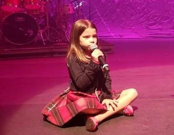 Cantora MARICOTTA, com apenas 9 anos de idade, faz sucesso nas rádios do Brasil.