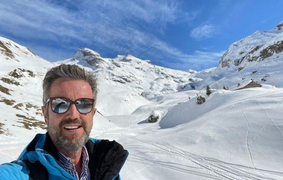 Apresentador e empresário Alexis de Vaulx viaja para os Alpes Franceses