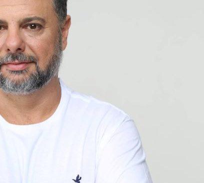 Realizando sonho, médico veterinário que abandonou a profissão após 25 anos lança novo single como cantor.