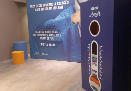 Solidariedade e Sustentabilidade: Américas Shopping e West Shopping promovem campanha de doação de agasalhos com ação de mantas térmicas feitas de caixas de leite.