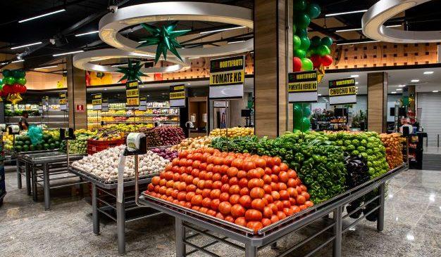 Supermarket promove 12º aniversário com descontos de mais de 50%.