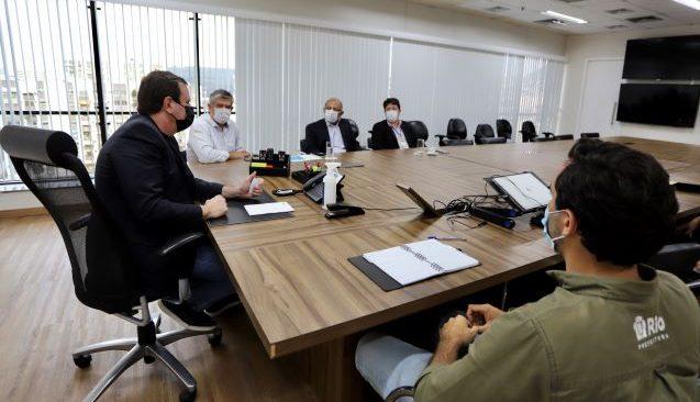 Eduardo Paes recebe representantes da Águas do Rio, que anunciam investimento de R$ 2,3 bi nos próximos 5 anos.